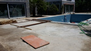 Swimmingpool-Teakumrandung-3